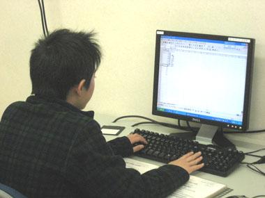 小学生のパソコン教室受講風景