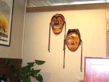 仮面の飾ってあるお店