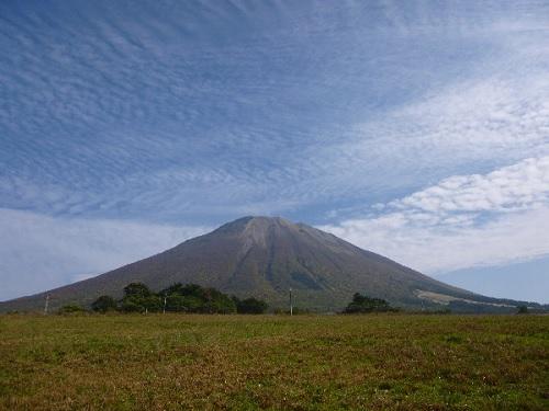 大山と秋の空