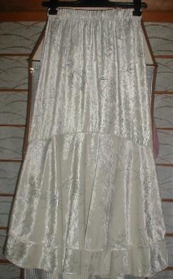 ベージュにバラ(別珍)後ろ二段フリルスカート