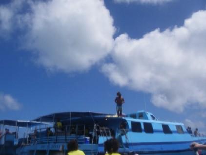 この船の周りでMARINスポーツ三昧(ハワイ時間7日)
