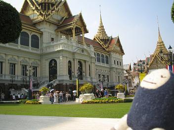 左から見た王宮