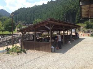 バーベキューサイトは屋根あり