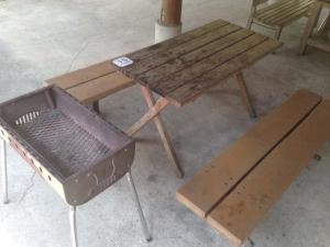 バーバキューグリルとテーブル&ベンチ