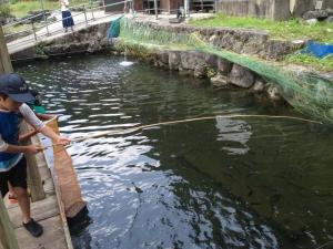 釣竿と魚籠(びく)