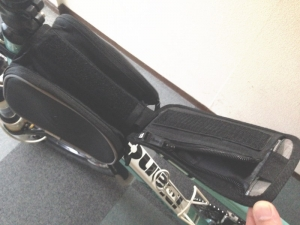 ROSWHEELのスマホ収納付きフレームバッグのスマホ収納部