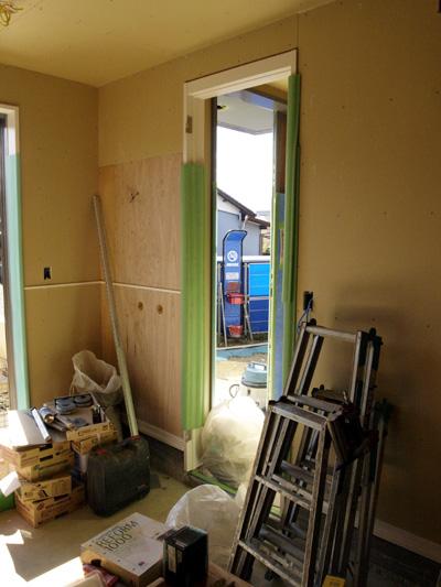 玄関横の特注ドア関係