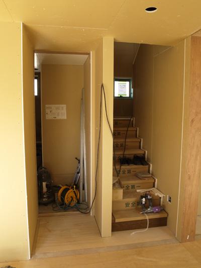 洗面所入り口と階段