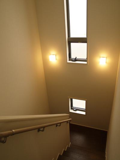 1127階段室点灯