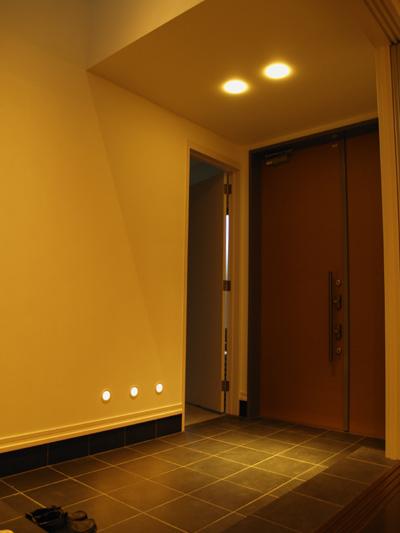 玄関内側ライトアップ