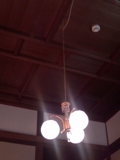 奈良ホテル本館の天井の照明