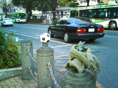 浦和レッズの本拠地浦和のサッカーボールとマスコットキャラクター