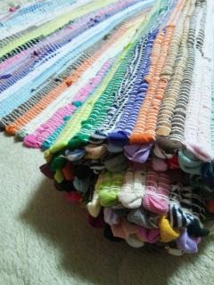 """鮮やかな色の古布で織られたヨーガマット『虹』"""""""