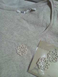 ユニクロ七分袖Tシャツ+100円ショップの手芸グッズ