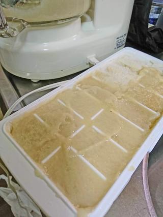 甘酒を製氷皿に入れて冷凍保存