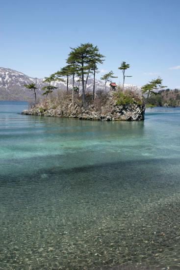 十和田湖の穏やかな波紋