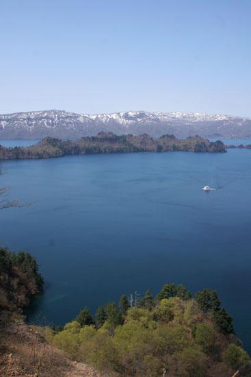 壮大な十和田湖の雄姿