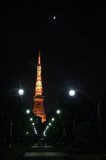 東京タワーへ続く道