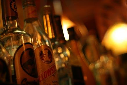 陳列された世界各国のお酒