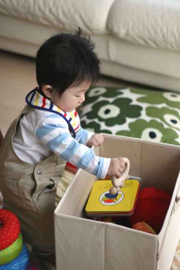 おもちゃ箱がさがさ