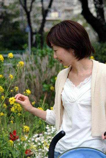 菜の花とピアス