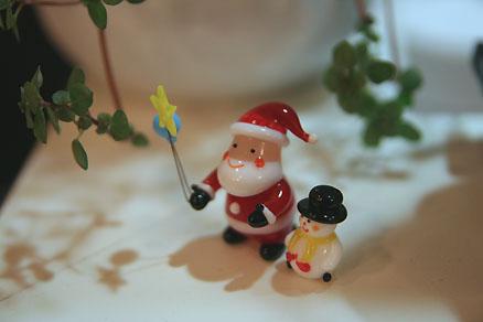 お星さまとサンタさんと雪だるま