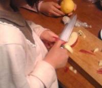 リンゴの皮剥き