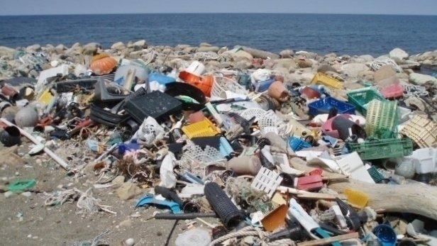 ポイ捨てゴミは結局海へ