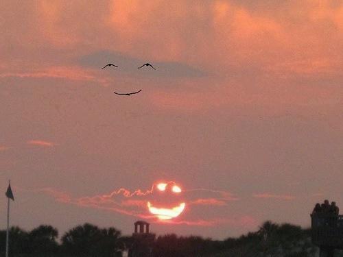 沈まない夕陽が微笑んでいる