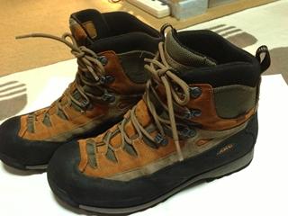 002登山靴.jpg