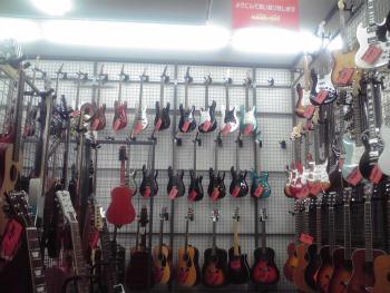 ハードオフ ギター売り場 1