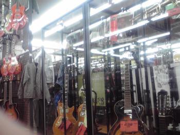 ハードオフ ギター売り場 2
