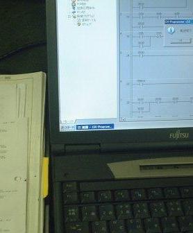 ラダー図とオンライン中のパソコン