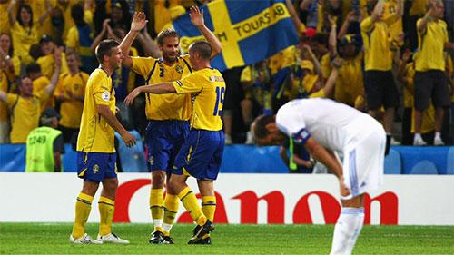 勝利を喜ぶスウェーデンの選手たち