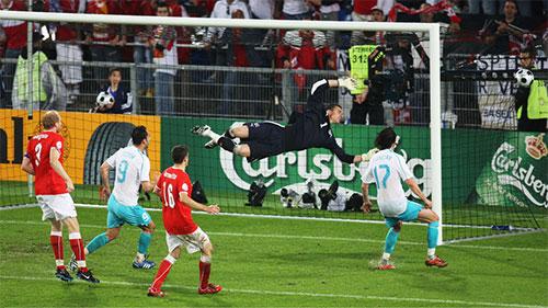 トルコのセミヒが同点ゴールを決める