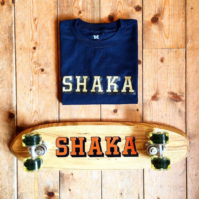 SHAKASTICS SIDEWALK SURFER SHAKA TEE FARMHOUSE
