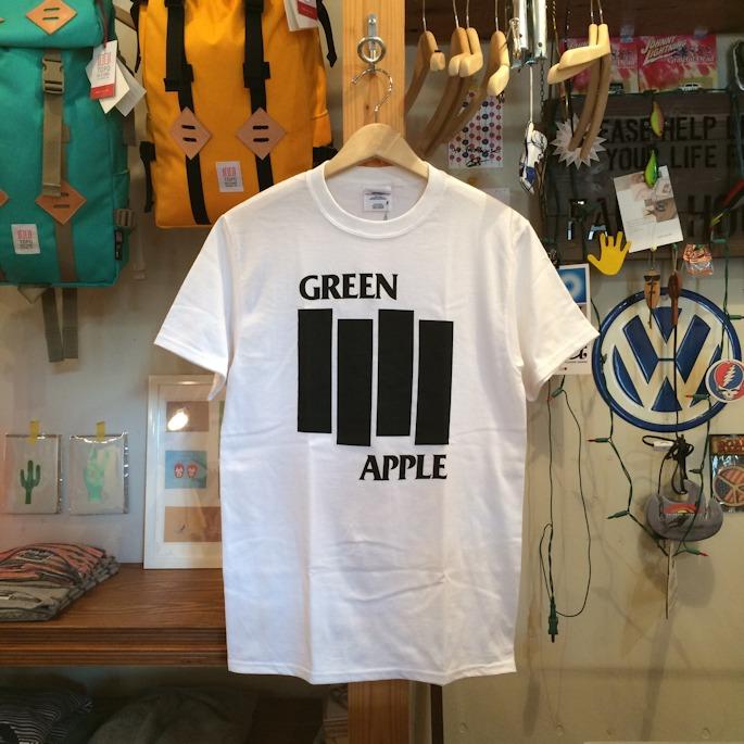GREEN APPLE BOOKS TEE FARMHOUSE