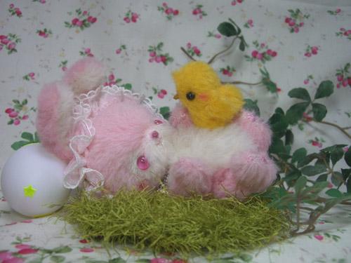 ピンクのウサギちゃんと黄色いひよこちゃん
