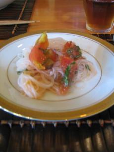 トマトとビーフンのサラダ