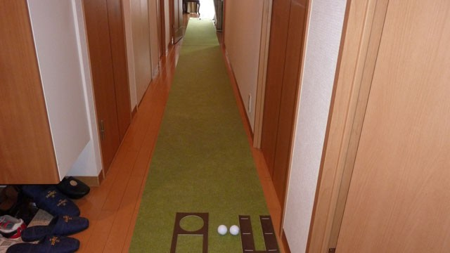 まさに家にいながらにして、コースの練習グリーンと同様な練習ができます。