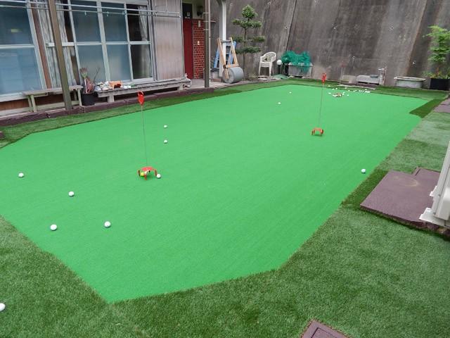 人工芝のパター練習場