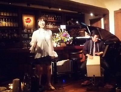 銀座 シャンソン 天使のコンチェルト 歌手 夏稀りさ 橘美和子 佐伯モリヤス カホン 伴奏