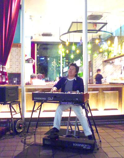 佐伯モリヤス 新宿サザンテラス デリリウムカフェ オルガン 靴のひとり言 エッサウィラの青い舟 夕日への滑走 グリッサンド