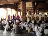 僧侶が入堂し、大法要が始まります。