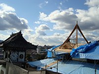 """屋根には、七面堂の""""シンボル""""が再現されていきます。"""