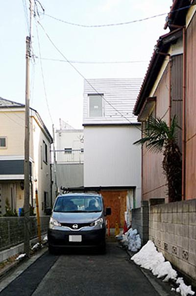「旗竿地の白い家」オープンハウス_根来