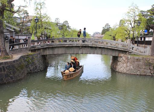 倉敷美観地区の川舟流し