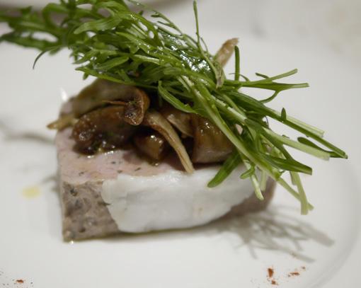 ウサギの肉とレバーパテ バスク料理 エチョラ ETXOLA