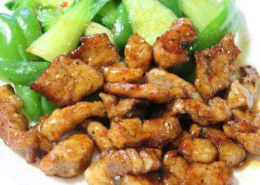 黒酢を使った豚肉のみ、 シンプルな北京風酢豚