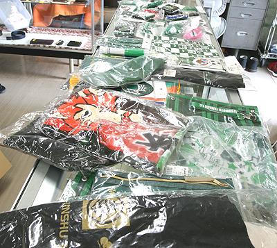 37612463fd62 ヤフオクへ松本山雅FCオリジナル ロックグラスとスワロフスキーアラビアンスタリオン追加しました!